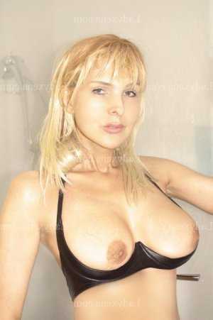 Louiza escort