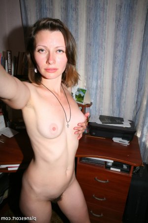 Elliane escort